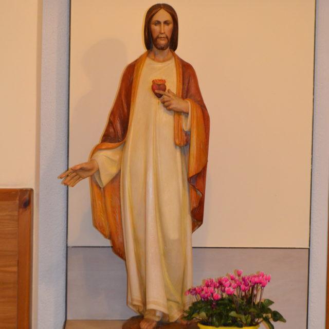 La statua del Sacro Cuore in Cripta